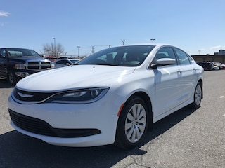 2016 Chrysler 200 LX **A/C, Cruise, Prise USB/AUX + WOW** Berline