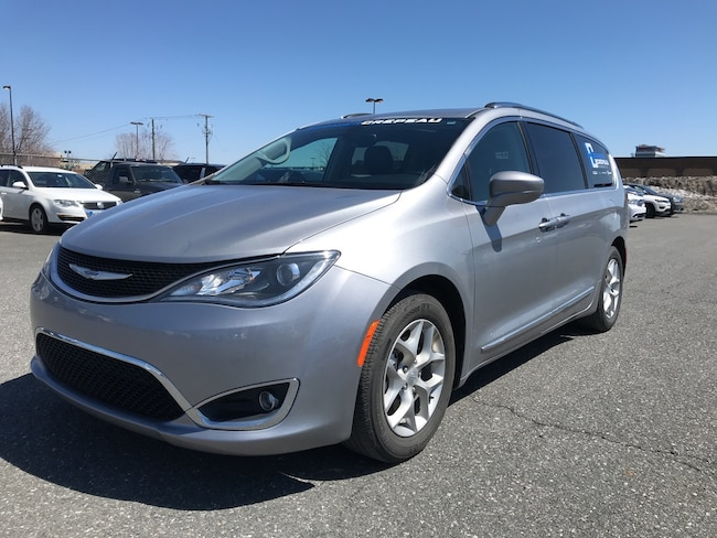 2018 Chrysler Pacifica Touring-L **Toit Pano, ENS. Chauffant + WOW**