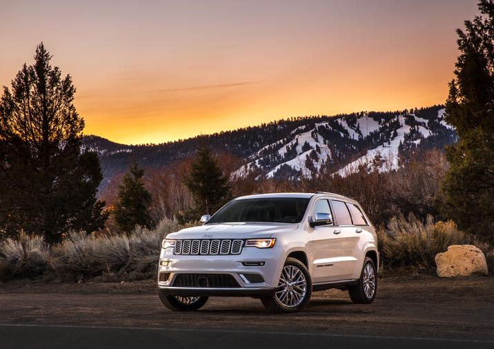 Vue avant du Jeep Grand Cherokee Summit 2017