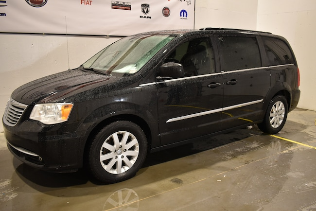 2014 Chrysler Town & Country Touring 7 passagers+Uconnect+ Mini-Fourgonnette