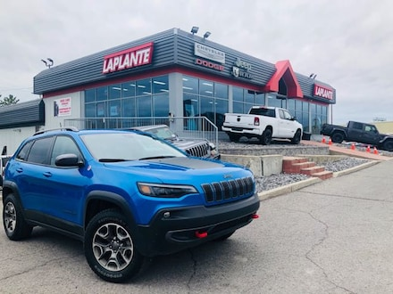 Featured used 2020 Jeep Cherokee Trailhawk SUV for sale in Embrun, ON