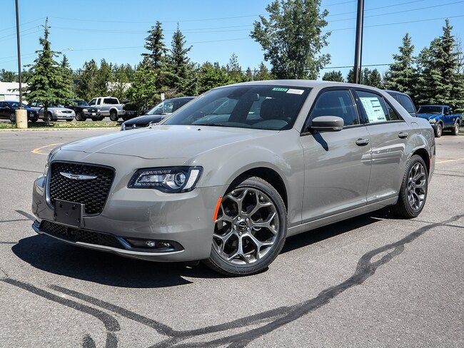 New 2018 Chrysler 300 S Sedan 18112 in Embrun, ON
