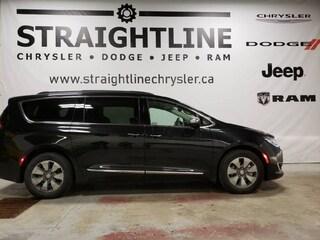 2017 Chrysler Pacifica Platinum Hybrid, Demo, Panoramic Roof, Theater Gro Van