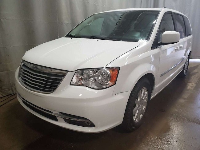 2015 Chrysler Town & Country Touring- Pwr Accs + Bluetooth and Pwr Liftgate! Minivan