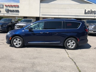 2017 Chrysler Pacifica Touring-L Plus Van