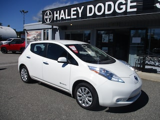 2017 Nissan LEAF ALL ELECTRIC -- PERFECT FOR THE COAST! Hatchback