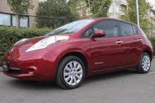 2013 NISSAN LEAF LOW LOW KMS -- 12 BARS -- DON'T MISS OUT! Hatchback