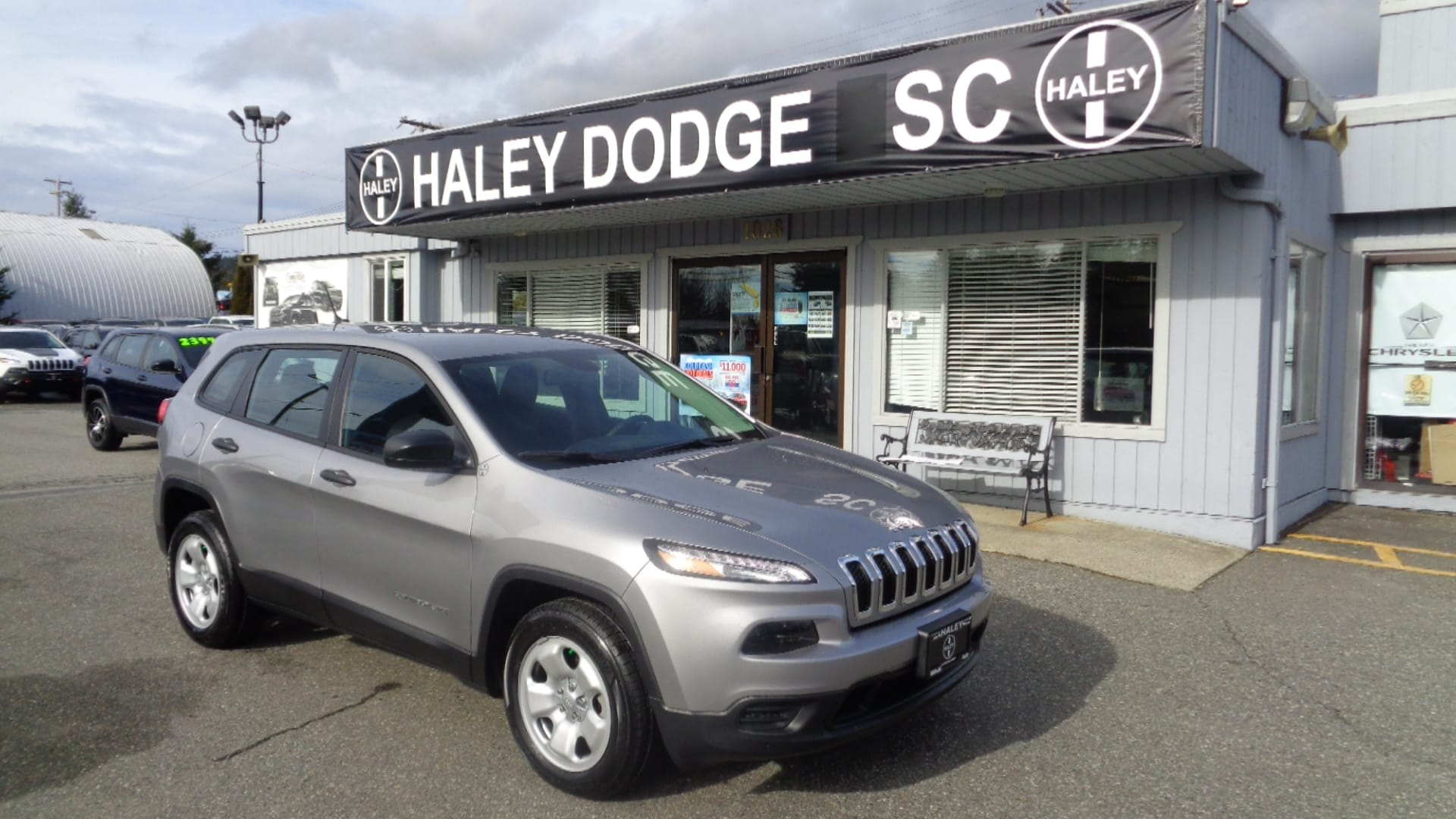 2017 Jeep Cherokee SPORT--4CYL--DEMO--NOW ONLY $25,900!! SUV