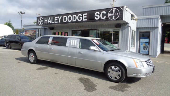 2010 Cadillac DTS LIMO -- LEATHER -- LOW KMS -- GREAT SHAPE! Sedan