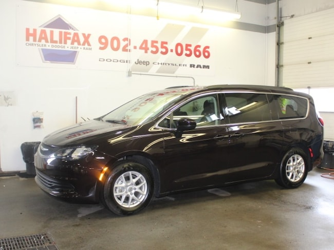 2017 Chrysler Pacifica LX Msrp $42,155!!! Minivan
