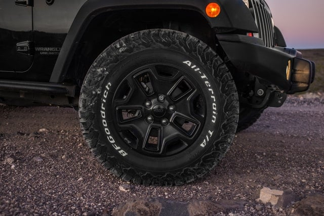 Jeep Wrangler, Front tire picture