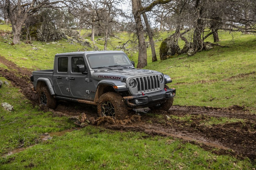 2021 Jeep Gladiator Rubicon Driving Through Muddy Trail