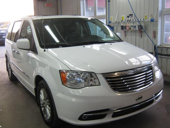 2015 Chrysler Town - Country 4dr Wgn Touring w-Leather Passager