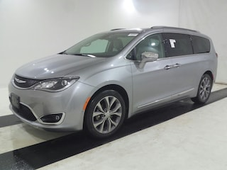 2019 Chrysler Pacifica Limited , Leather, Pano Roof, Loaded!  Van Passenger Van