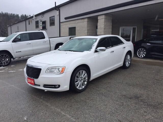 2014 Chrysler 300C Luxury AWD, HEMI, GPS, Heated Seats  Sedan