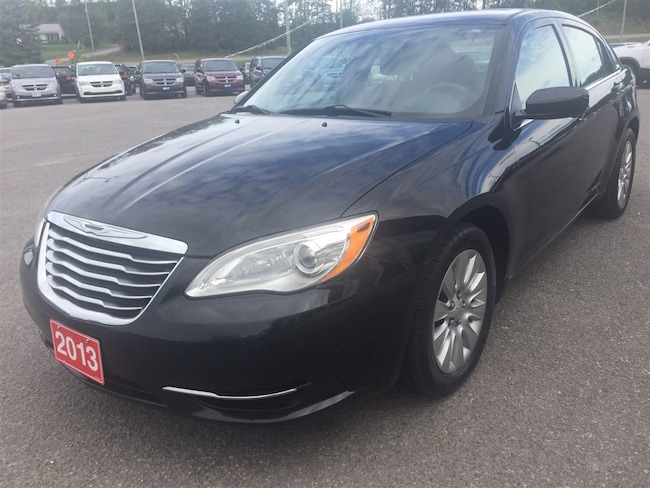 2013 Chrysler 200 LX - Keyless Entry - Fuel Efficient Sedan