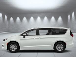 2019 Chrysler Pacifica Touring - Black Seats Van