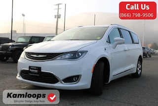 2018 Chrysler Pacifica Hybrid Touring-L Van 2C4RC1L7XJR365774