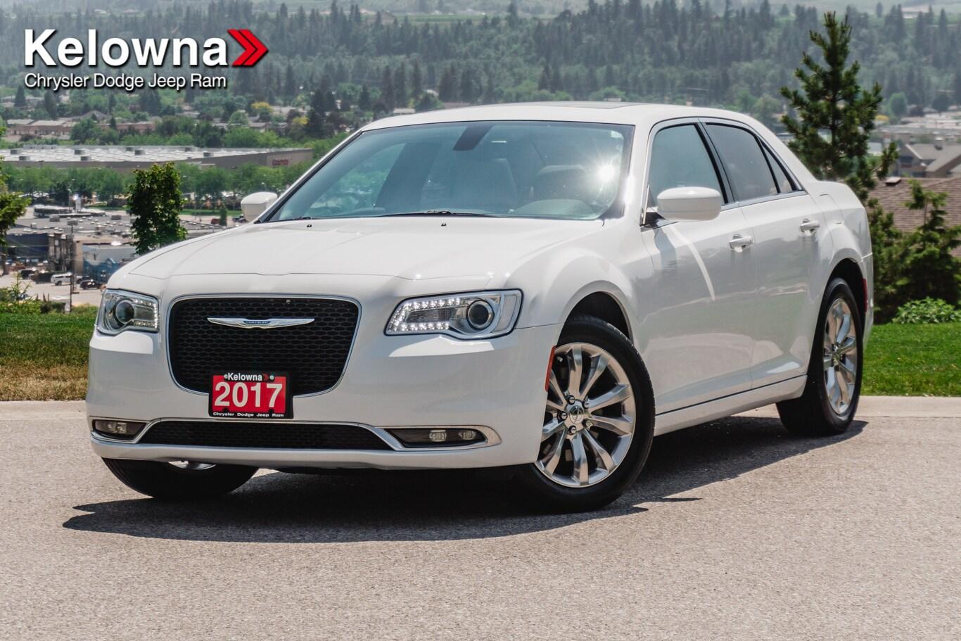 2017 Chrysler 300 Limited, AWD, Pano-Sunroof, Leather, Nav Sedan