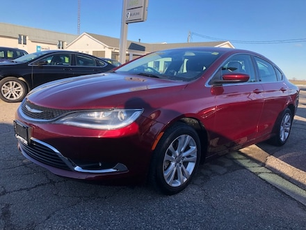 2015 Chrysler 200 Limited LOW KM SEDAN .