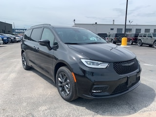 2021 Chrysler Pacifica Touring-L Van for sale in Leamington, ON Brilliant Black Crystal