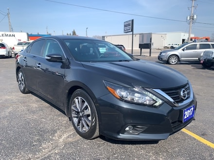 2017 Nissan Altima 2.5 SL|BLUETOOTH|LOCAL TRADE|NAVIGATION|HEATED SEA Sedan for sale in Leamington, ON Blue