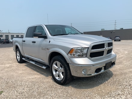 2017 Ram 1500 SLT|OUTDOORSMAN|CHRYSLER GOLDPLAN|LUXURY GROUP| 4x4 Crew Cab 5.6 ft. box 140 in. WB for sale in Leamington, ON Bright Silver Metallic