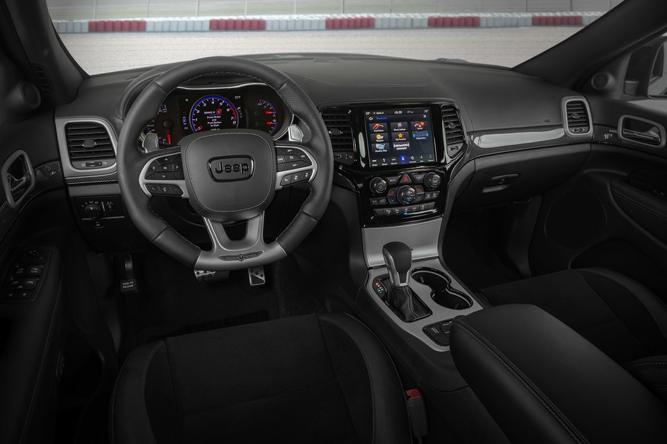 2020 Jeep Grand Cherokee interior steering wheel