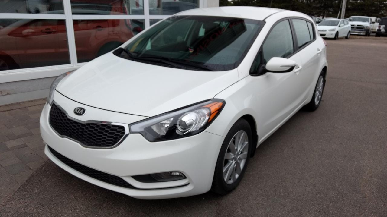 2016 Kia Forte 5-Door LX + Berline