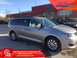 2017 Chrysler Pacifica Touring-L - Leather Seats - $202 B/W Van