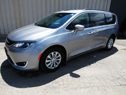 2017 Chrysler Pacifica 4dr Touring-L- GPS-Heated Seats- Stow&go