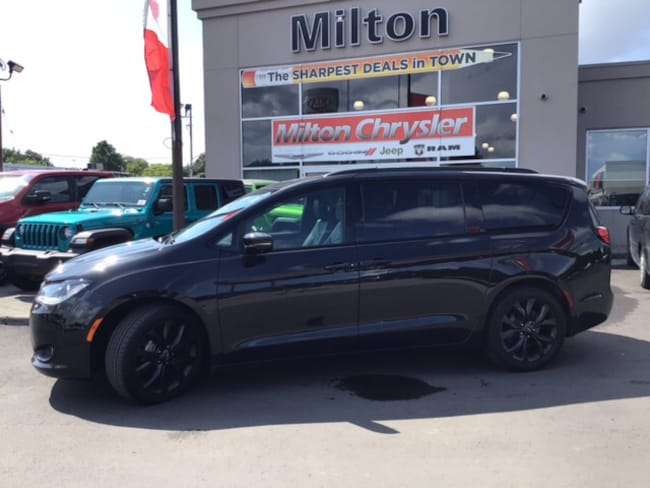 2018 Chrysler Pacifica S LIMITED|BLUE-RAY|SUNROOF|LEATHER|NAVIGATION|SAFETYTEC Minivan