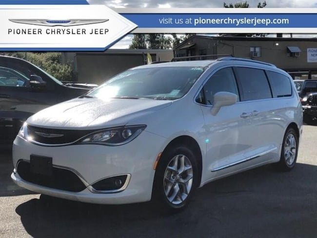2018 Chrysler Pacifica Touring-L Plus - Leather Seats