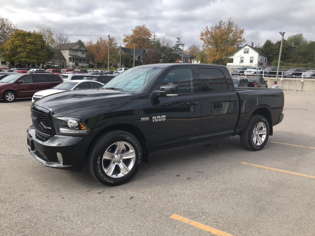 2018 Ram 1500 SPORT | Leather | Remote Start | Back Up Cam | Truck Crew Cab