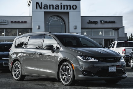 2020 Chrysler Pacifica Hybrid Limited Van for sale in Nanaimo, BC