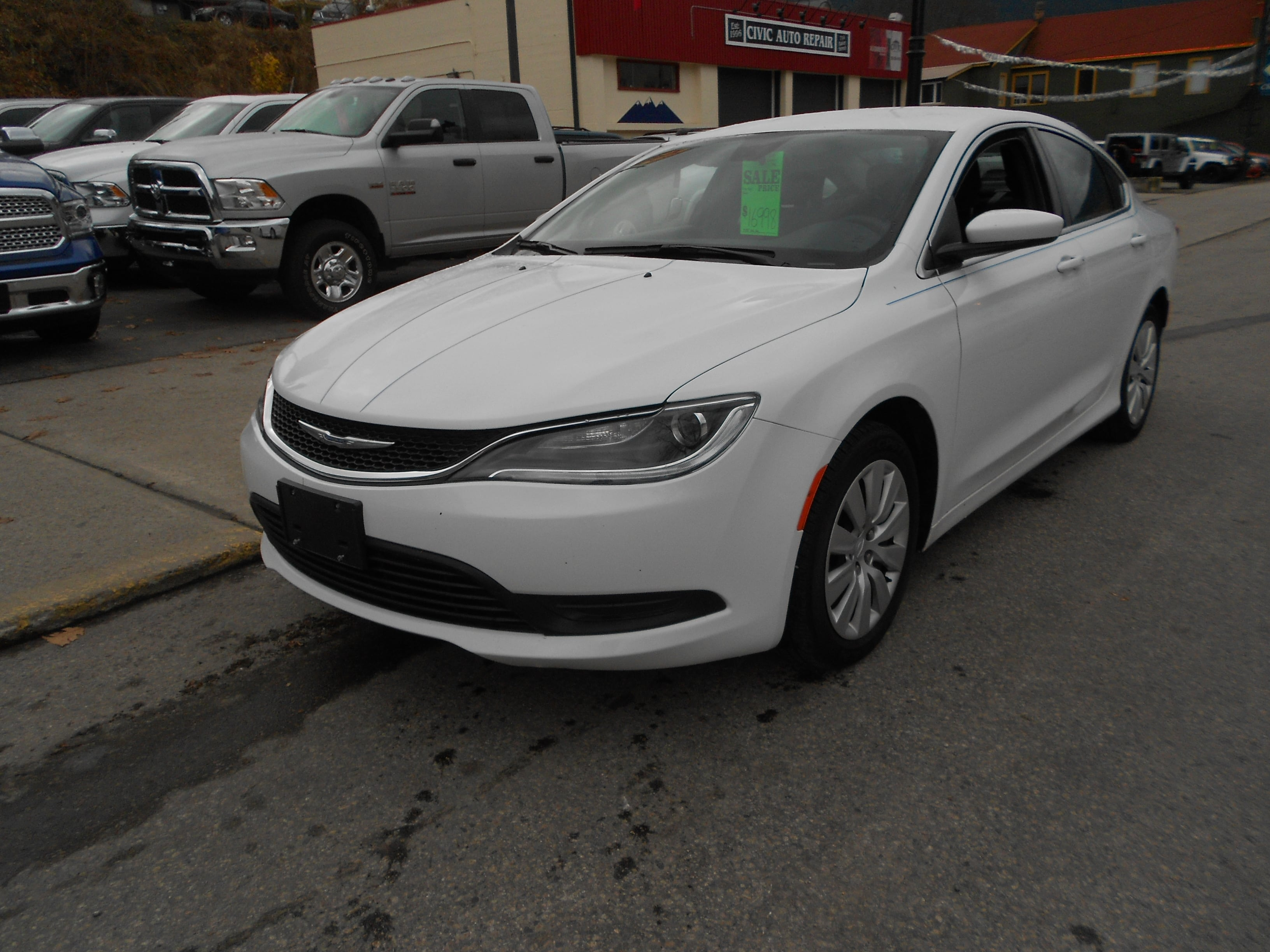 2015 Chrysler 200 LX 4CYL 9SPD AUTO Sedan