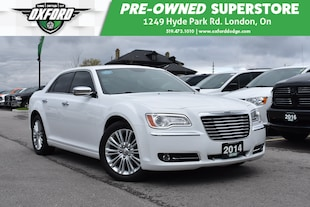 2014 Chrysler 300C AWD, Sunroof, Nav, Bluetooth Sedan