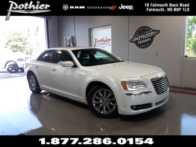 2013 Chrysler 300 Touring | RWD | LEATHER | DUAL ROOF | HEATED SEATS Sedan