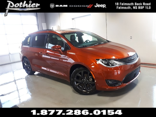 2018 Chrysler Pacifica Limited   LEATHER   STOW N GO   SUNROOF   Minivan