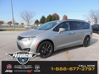 2019 Chrysler Pacifica Touring Plus Van 2C4RC1FG5KR581805