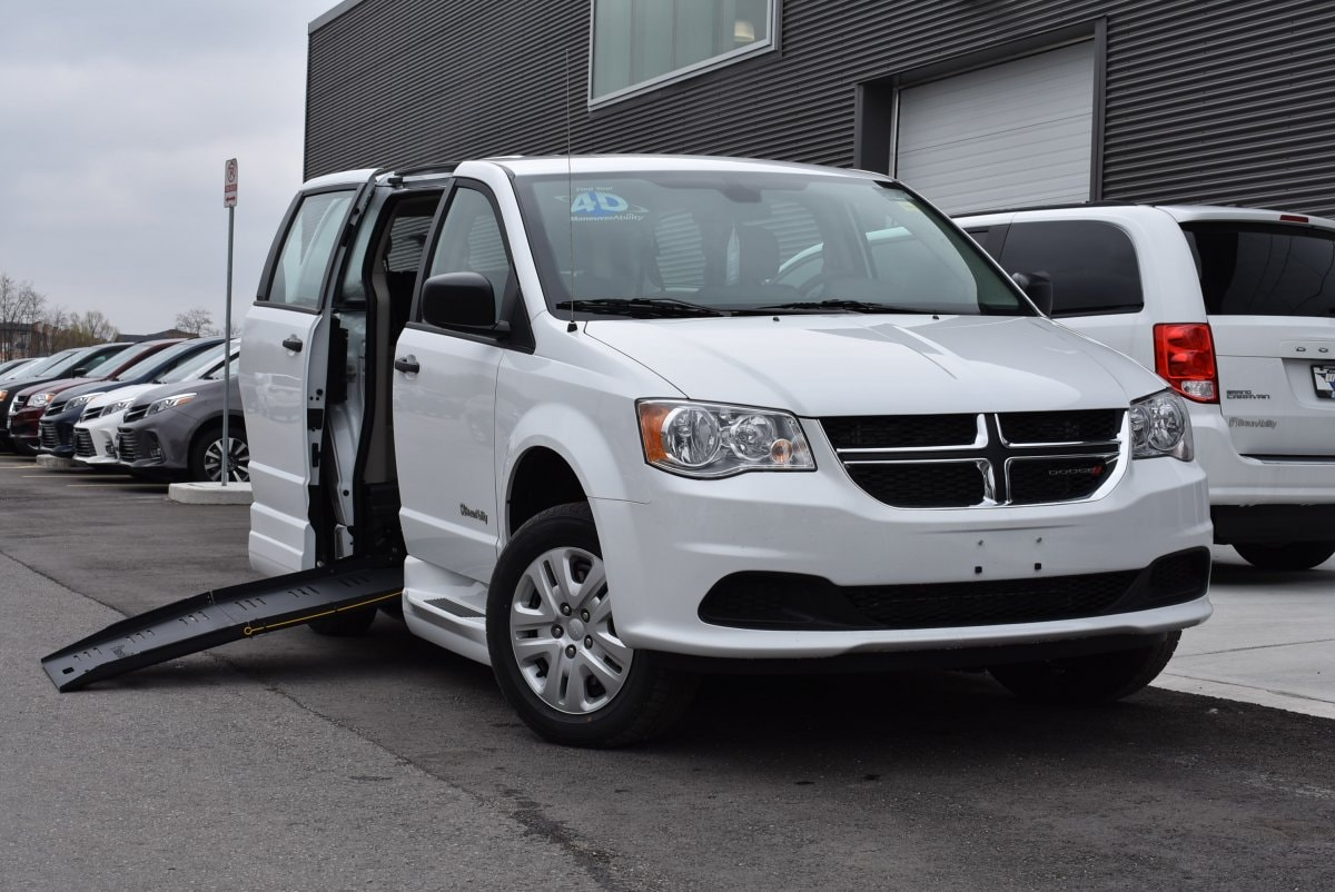 Certified Used 2019 Dodge Grand Caravan Braun Wheelchair D409 Commercial Equipment Package For Sale | Windsor ON | Vin:
