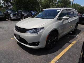 2019 Chrysler Pacifica Touring Plus DEMO DEAL  Van