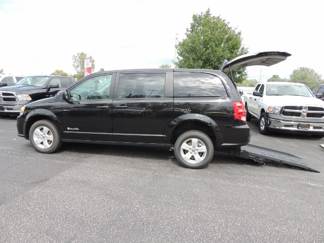 Certified Used 2019 Dodge Grand Caravan Braun Mobility Wheelchair Van Rear Ramp For Sale | Windsor ON | Vin: