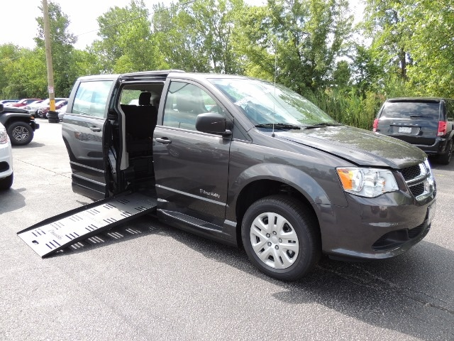 Certified Used 2019 Dodge Grand Caravan Braun Mobility Wheelchair Mini Van For Sale | Windsor ON | Vin: