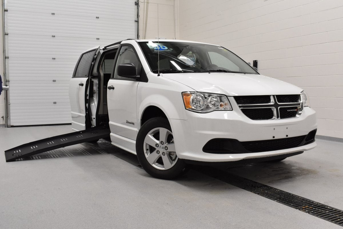 Certified Used 2018 Dodge Grand Caravan SE Windsor Wheelchair Mini Van Dealer Provincial B For Sale | Windsor ON | Vin: