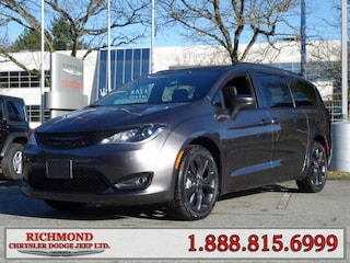 New 2020 Chrysler Pacifica Touring-L Van 20165955 near Vancouver, BC