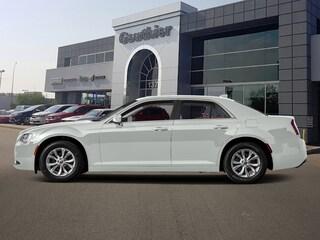 Used 2017 Chrysler 300 Touring - Bluetooth -  Siriusxm Sedan R12576 for sale in Winnipeg, MB