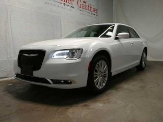 Used 2016 Chrysler 300 Touring - Bluetooth -  Siriusxm Sedan R12329A for sale in Winnipeg, MB
