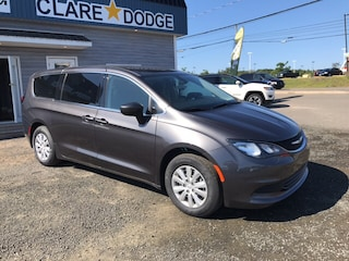 2017 Chrysler Pacifica LX Van Passenger Van Courtesy