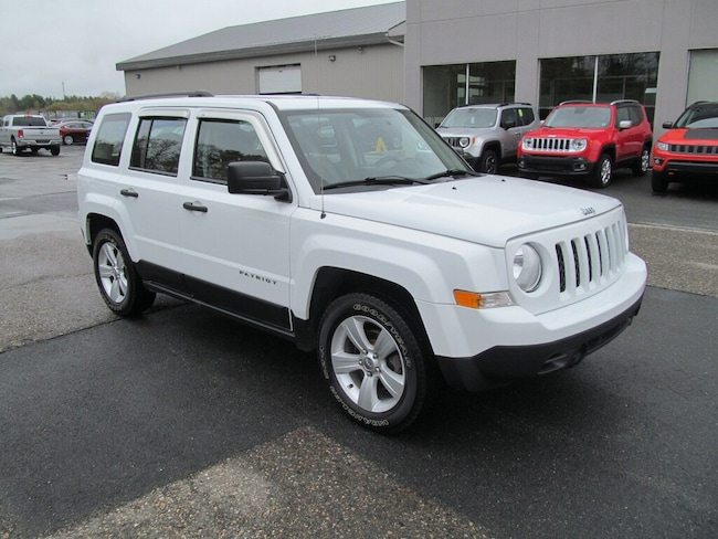 2016 Jeep Patriot Sport - 2WD / Manual Shift / One Owner SUV